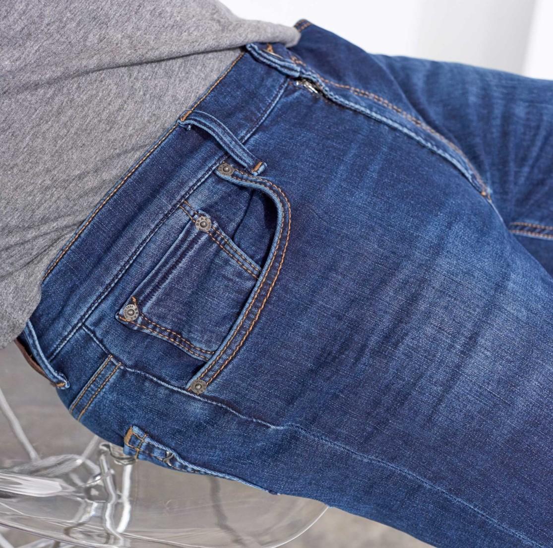 Jeans für Herren Guide mit Farben und Passformen